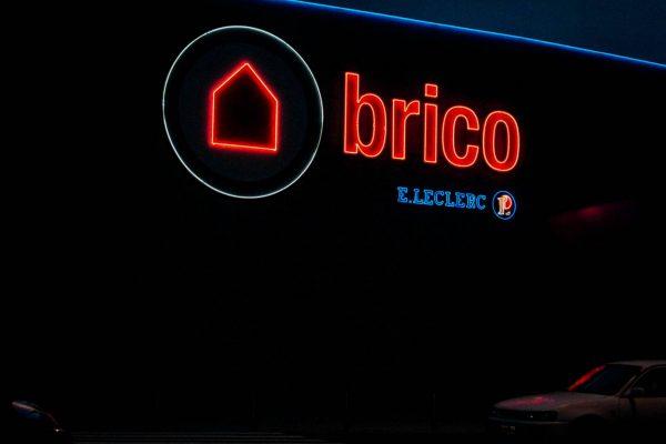 neon-BRICO_E-min